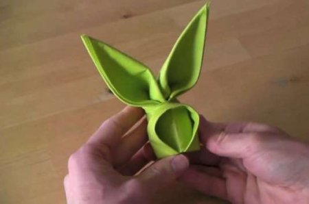 فیلم آموزش طرز درست کردن دستمال سفره به شکل خرگوش